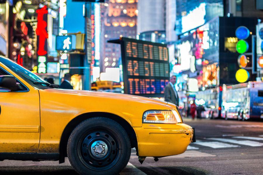 Cât costă o cursă taxi de la aeroport către centrul capitalelor